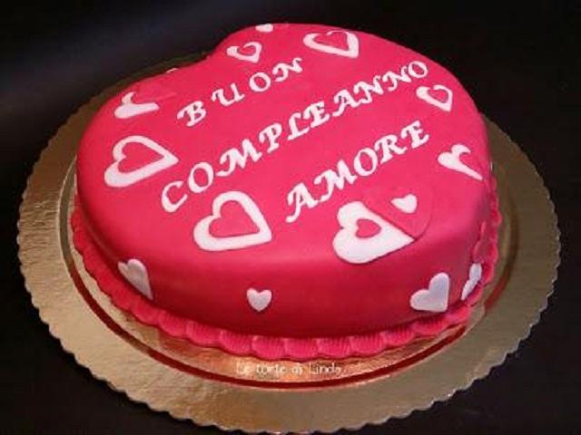 Torta con cuori buon compleanno amore