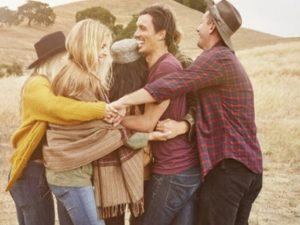 frasi sugli abbracci degli amici