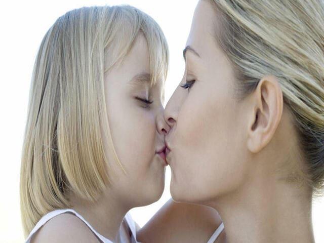 Frasi sul bacio di un figlio