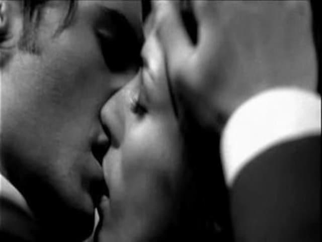 bacio sensuale immagini